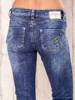 Niebieskie marmurkowe spodnie jeansy                                   zdj.                                  5