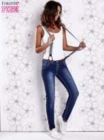 Niebieskie przecierane spodnie jeansowe z szelkami                                                                          zdj.                                                                         4