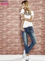 Niebieskie spodnie girlfriend jeans z kryształakami                                                                          zdj.                                                                         2