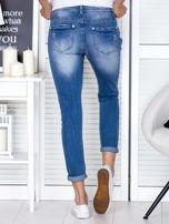 Niebieskie spodnie jeansowe damskie z ozdobnym suwakiem PLUS SIZE                                  zdj.                                  2