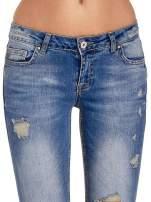 Niebieskie spodnie jeansowe skinny 7/8 z dziuarmi na kolanach                                  zdj.                                  5