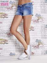 Niebieskie szorty jeansowe z postrzępionymi brzegami                                  zdj.                                  3