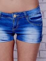 Niebieskie szorty jeansowe ze złotymi dżetami                                  zdj.                                  5