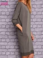 Oliwkowa sukienka oversize ze ściągaczem                                  zdj.                                  3