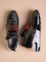 Oliwkowe buty sportowe na podwyższeniu z kolorową podeszwą i motywem moro                                  zdj.                                  1
