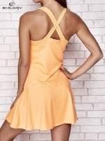 Jasnokoralowa sukienka sportowa z kieszonką