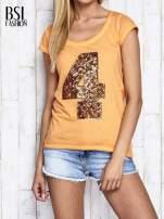 Pomarańczowy dekatyzowany t-shirt z cekinową cyfrą 4                                                                          zdj.                                                                         1