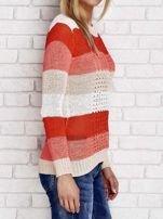 Pomarańczowy sweter w kolorowe paski                                  zdj.                                  3