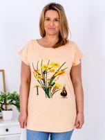 Pomarańczowy t-shirt z żonkilami PLUS SIZE                                  zdj.                                  1