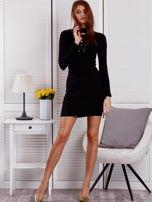 Prążkowana sukienka lace up z chokerem czarna                                  zdj.                                  4