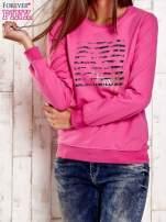 Różowa bluza z tekstowym nadrukiem                                  zdj.                                  1