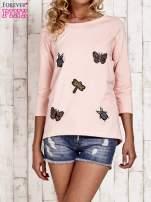 Różowa bluzka z aplikacją owadów
