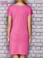Różowa sukienka z cekinowym motylem                                                                          zdj.                                                                         4