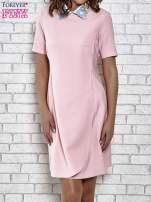 Różowa sukienka z wyszywanym kołnierzem                                  zdj.                                  1
