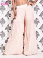 Różowe plisowane spodnie palazzo