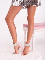 Różowe satynowe sandały z biżuteryjną opaską dookoła kostki                                  zdj.                                  2