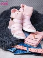 Różowe zamszowe sneakersy bandage z klamerką                                  zdj.                                  5