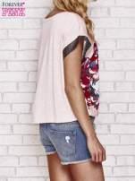 Różowy kwiatowy t-shirt ze skórzanymi rękawami                                  zdj.                                  4