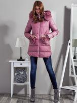 Różowy płaszcz z futrzanymi kieszeniami                                  zdj.                                  4