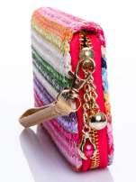 Różowy pleciony portfel w paski