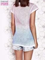 Różowy t-shirt z efektem jasnoniebieskiego ombre                                  zdj.                                  4
