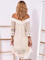 Beżowa koronkowa sukienka z hiszpańskim dekoltem                                  zdj.                                  2