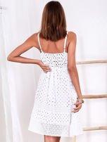 Biała sukienka damska z ażurowanym dołem                                  zdj.                                  3