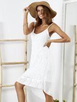Biała sukienka z ozdobnym kwiatowym haftem                                  zdj.                                  3