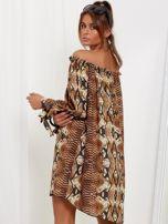 SCANDEZZA Brązowa sukienka hiszpanka oversize ze wzorem skóry węża                                  zdj.                                  3