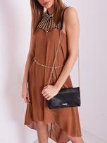 SCANDEZZA Brązowa sukienka z aplikacją                                  zdj.                                  2