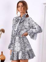 Szara wężowa sukienka z wiązanym chokerem                                  zdj.                                  3