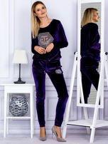 Spodnie dresowe welurowe z błyszczącymi kamyczkami fioletowe                                  zdj.                                  4