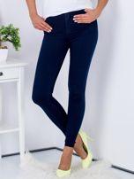 Spodnie granatowe jeansowe high waist ze stretchem                                  zdj.                                  1