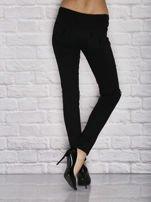 Spodnie rurki z dziurami i ćwiekami czarne                                  zdj.                                  2