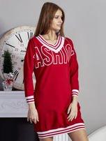 Sukienka V-neck z napisem czerwona                                  zdj.                                  5