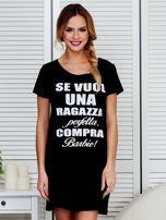 Sukienka bawełniana z napisami czarna                                  zdj.                                  1