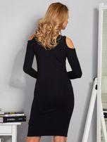 Sukienka cold shoulder ze złotym łańcuszkiem czarna                                  zdj.                                  2