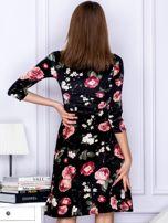 Sukienka czarna aksamitna z motywem kwiatowym                                  zdj.                                  2