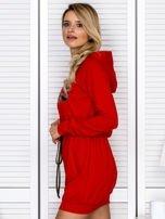 Sukienka damska dresowa z napisem COCO czerwona                                  zdj.                                  5