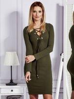 Sukienka damska w prążek ze sznurowaniem przy dekolcie khaki                                  zdj.                                  1