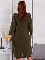 Sukienka damska z napisem z dżetów khaki                                  zdj.                                  2