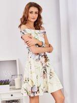 Sukienka ecru odsłaniająca ramiona w malarski deseń                                  zdj.                                  7