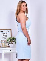 Sukienka jasnoniebieska z delikatnym połyskiem PLUS SIZE                                  zdj.                                  5