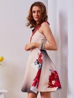 Sukienka jasnoróżowa w duże kwiaty                                  zdj.                                  4