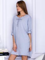 Sukienka jasnoszara o kroju oversize ze sznurowaniem                                  zdj.                                  3
