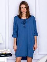 Sukienka niebieska o kroju oversize ze sznurowaniem                                  zdj.                                  1