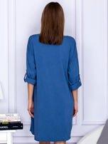 Sukienka niebieska o kroju oversize ze sznurowaniem                                  zdj.                                  2