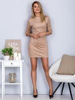 Sukienka o zamszowej fakturze jasnobeżowa                                  zdj.                                  4