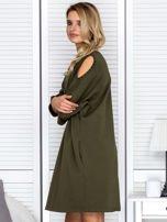 Sukienka oversize z wycięciami na rękawach i perełkami khaki                                  zdj.                                  5