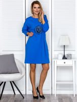 Sukienka oversize z wycięciami na rękawach i perełkami niebieska                                  zdj.                                  4
